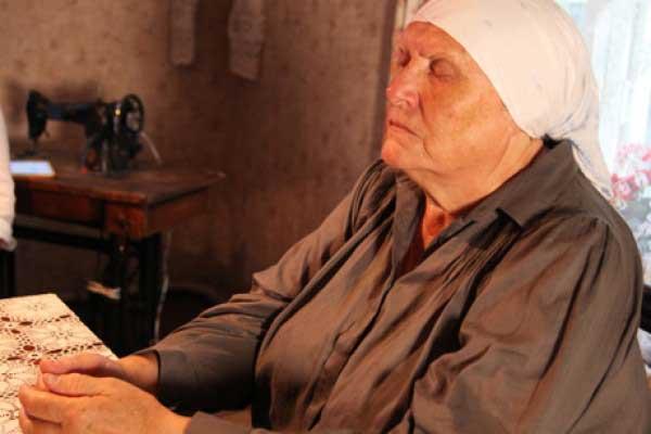бабушка-нина-слепая-целительница